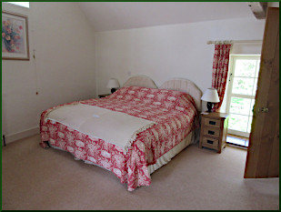 IW Dairy Barn en-suite bedroom